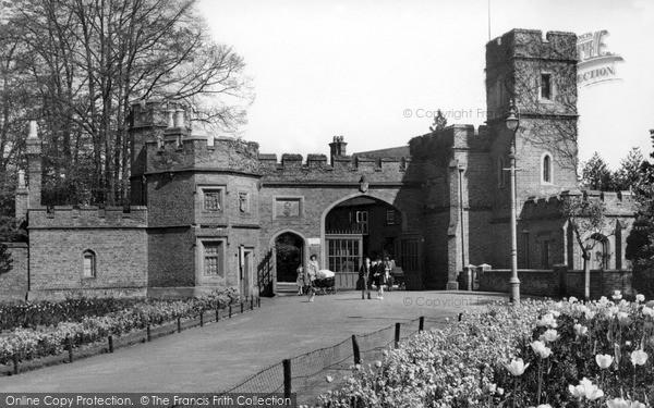 Watford, Cassiobury Park Gates C.1955