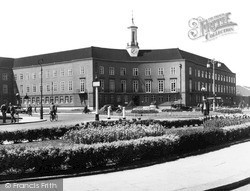 Watford, The Town Hall c.1955