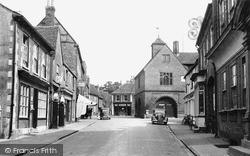 Watlington, High Street And Town Hall c.1955