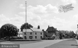 Welford On Avon, The Maypole And Green 1952