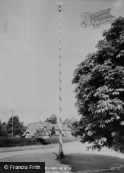 Welford On Avon, The Maypole c.1960