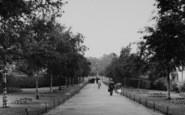 Welling, The Avenue, Danson Park c.1955