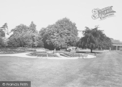 Wellingborough, Swanpool Gardens c.1965