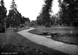 Wellingborough, Swanspool Gardens c.1950