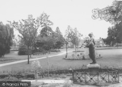 Wellingborough, Swanspool Gardens c.1965