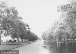 Wellingborough, The Embankment c.1965