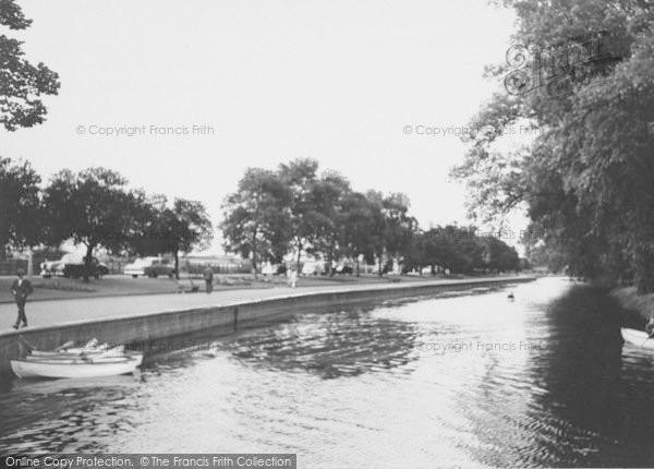 Photo Of Wellingborough The Embankment