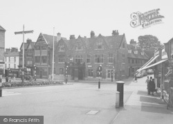 Wellingborough, The Hind Hotel c.1955
