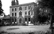 Wellingborough, the Swanspool House c1950