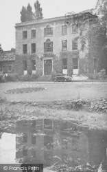 Wellingborough, The Swanspool House c.1950