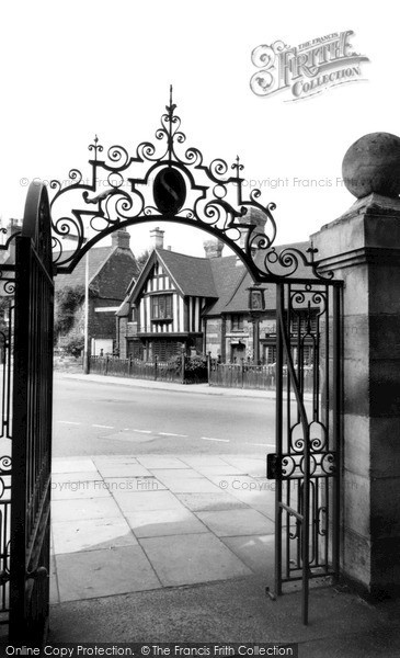 Photo of Wellingborough, Ye Golden Lion c.1965