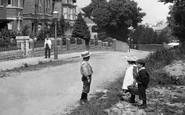 Wellington, Children Outside Blackdown School 1907