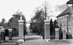 Wellington College, The Mordaunt Gates 1928