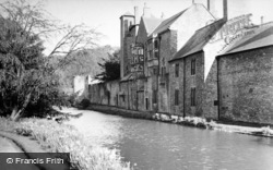 Wells, Bishop's Palace And Moat c.1950