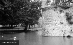 Wells, Bishop's Palace Moat c.1950