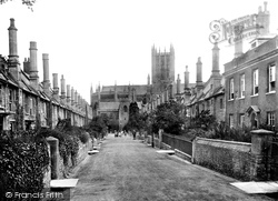 Wells, Cathedral And Vicars Close 1906