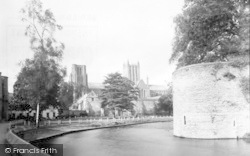 Wells, Cathedral From South c.1939