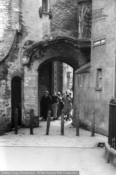 Photo of Wells, Cathedral Green Arch 1939
