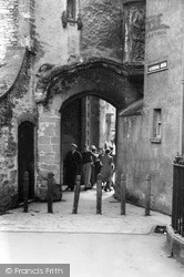 Wells, Cathedral Green Arch 1939