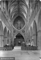 Wells, Cathedral, Nave East 1923