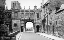 Wells, Chain Gate c.1950