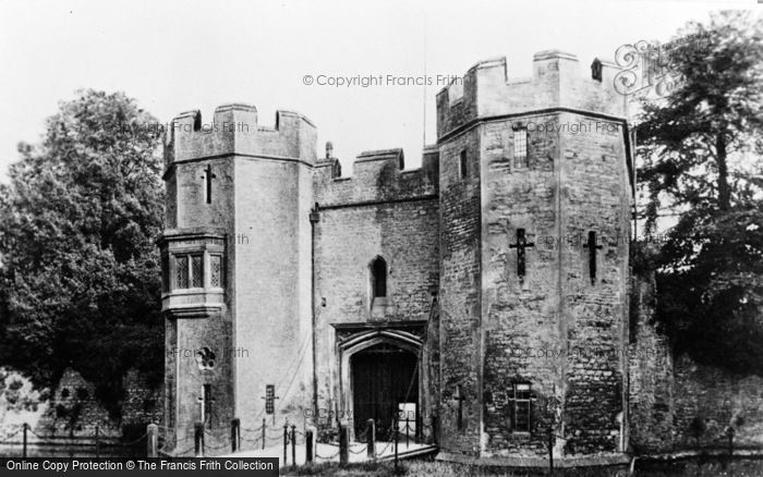 Photo of Wells, The Drawbridge, Bishop's Palace c.1910