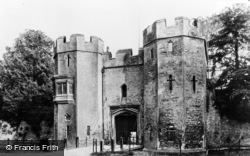 Wells, The Drawbridge, Bishop's Palace c.1910