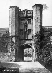 Wells, The Palace Eye c.1900