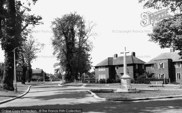 Welwyn Garden City Memorial And Hollybush Lane