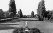 Welwyn Garden City, Statue Of Dawn, Parkway c.1960