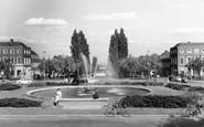 Welwyn Garden City, The Fountain c.1960