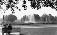 Welwyn Garden City, the Fountain, Parkway c1955