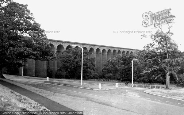 Photo of Welwyn Garden City, the Viaduct c1960, ref. W294054