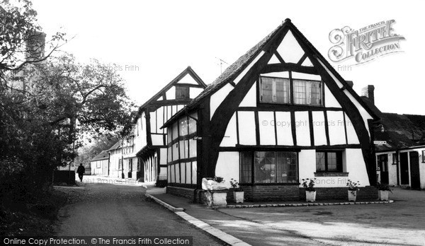 Photo of Weobley, Cruck Cottage c1960, ref. W304101