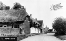 West Hanney, Thatched Cottages c.1955