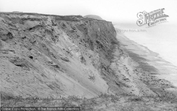 Photo of West Runton, The Cliffs c.1930