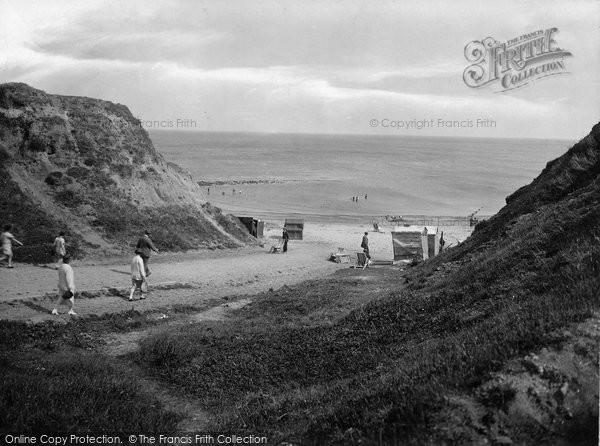 Photo of West Runton, The Gap 1925