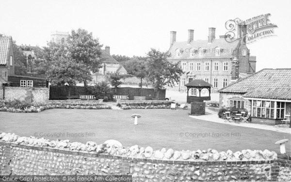 Photo of West Runton, The Village Inn And Pavilion c.1955