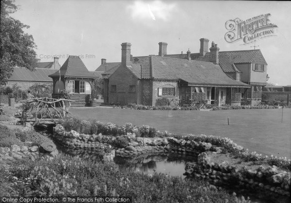 Photo of West Runton, Ye Yn 1933