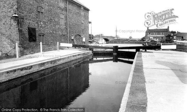 Photo of West Stockwith, Basin, The Lock 1958