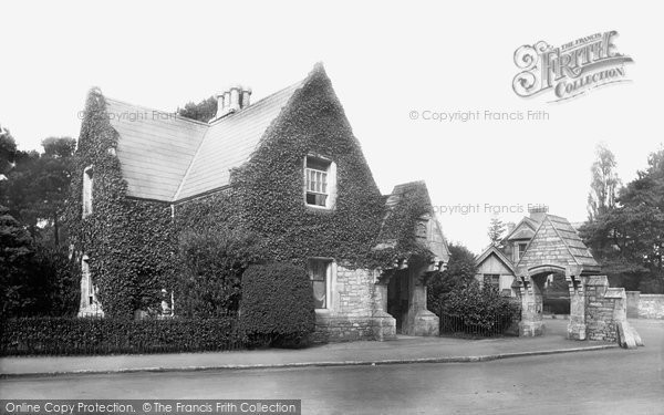 Photo of Westbourne, County Gates 1913