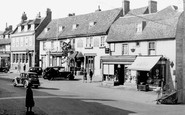 Westerham, The George and Dragon, Market Square c1955