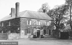 Weston Under Penyard, The Weston Cross Inn c.1955