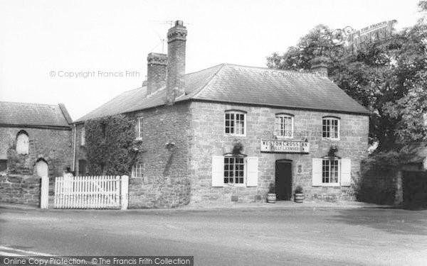 Photo of Weston Under Penyard, The Weston Cross Inn c.1965