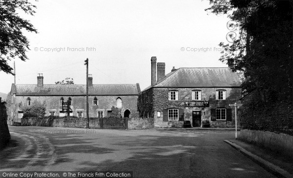 Photo of Weston Under Penyard, Weston Cross Inn c.1965