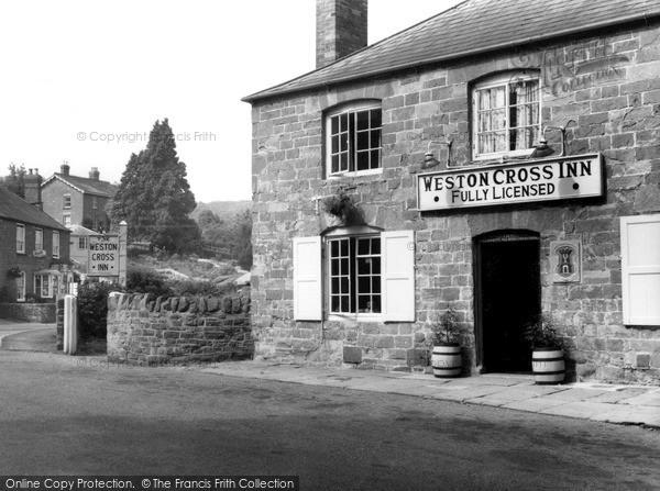 Photo of Weston Under Penyard, Weston Cross Inn c.1965
