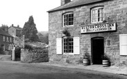Weston Under Penyard, Weston Cross Inn c.1965