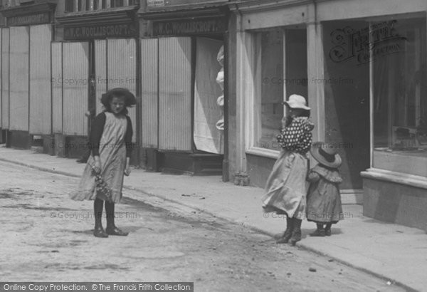 Photo of Wetherby, Girls In North Street 1909