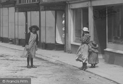 Wetherby, Girls In North Street 1909