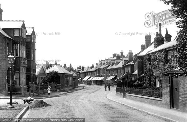 Weybridge, Baker Street 1904.  (Neg. 51688)  © Copyright The Francis Frith Collection 2008. http://www.francisfrith.com